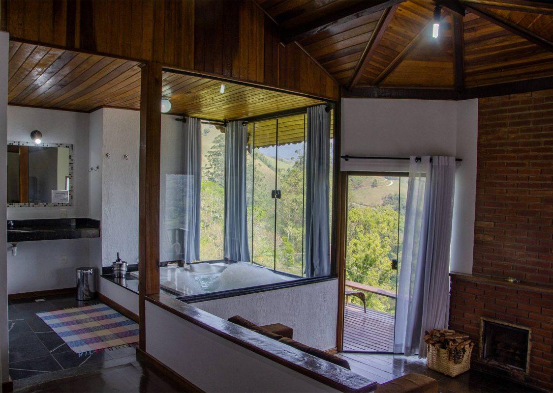 interior dos chalés com hidro da pousada bela mauá